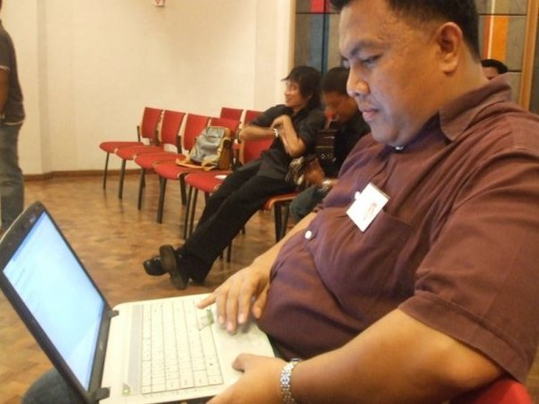 MENULIS, BLOGGING DAN PERGAULAN VIRTUAL