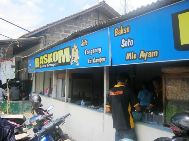 Warung Baskom alias Bakso Komplit di Sampa'an, Yogya