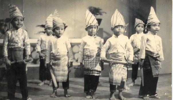 JIWA INDONESIA DALAM HENTAKAN RITMIS TARIAN GANDRANG BULO