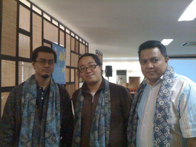 """Saya bersama 2 rekan blogger (Aulia Masna dan Rama) mejeng sejenak dalam acara """"Sitti Buka Pintu"""" (foto by Sekar SITTI)"""