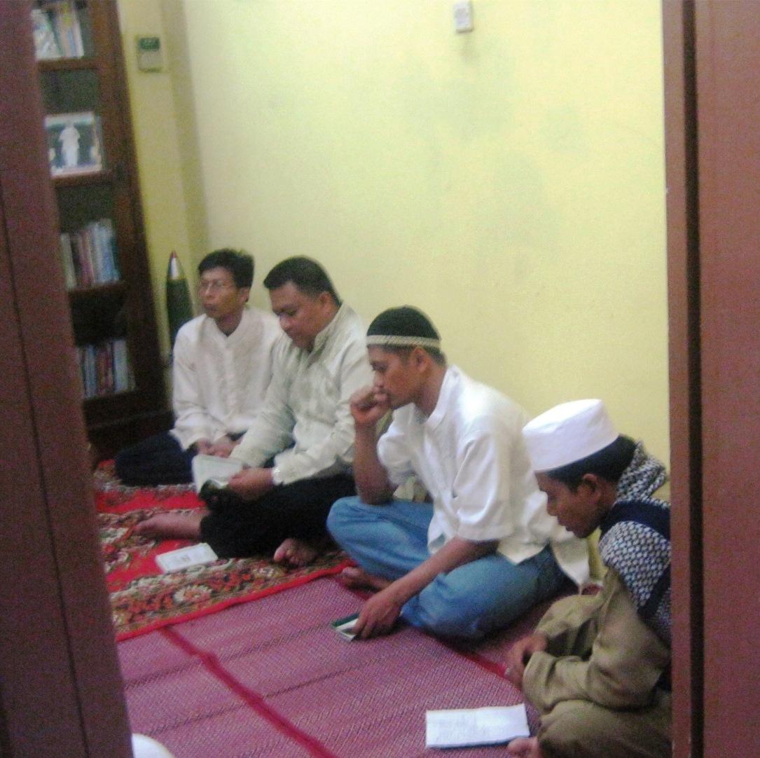 Ustadz Syuhada Memimpin Pengajian