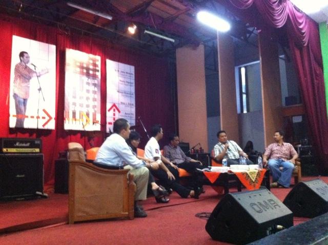 """JOKOWI : DENGAN 10 PEMUDA TERBAIK, SIAP """"MENGGUNCANG"""" JAKARTA"""