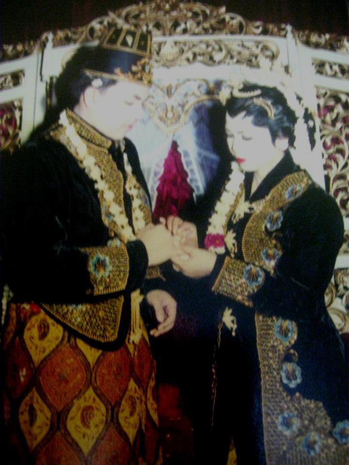 """SURAT CINTA TERBUKA UNTUK ISTRIKU : """"TUMBUH"""" MENJADI TUA BERSAMAMU (Refleksi Ultah Perkawinan ke-14)"""