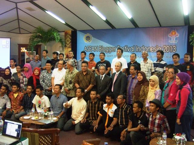 ABFI 2013 SOLO (2) : REFLEKSI WAJAH BUDAYA ASIA TENGGARA UNTUK KEBERSAMAAN MENUJU KOMUNITAS ASEAN 2015