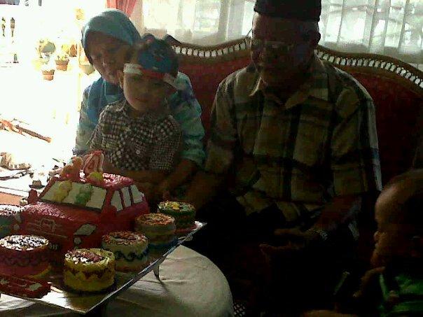 Peringatan Ultah Perkawinan ke-44 orang tua saya, sekaligus ultah ke 4 Ivan (keponakan saya) di Makassar 27 Maret 2011