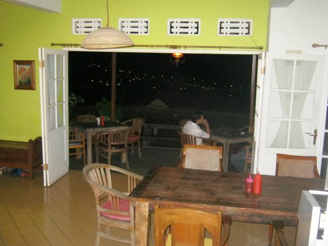 SLEEPLESS IN BANDUNG : NGOPI ASYIK DI CAFE IGELANCA DAGO