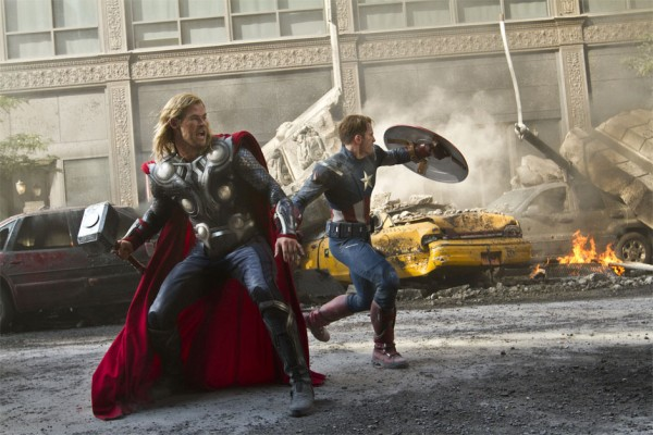 "REVIEW THE AVENGERS : MENIKMATI AKSI SUPERHERO YANG ""HUMANIS"""