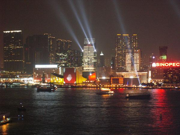 Pesona Parade Lampu yang memukau dalam Symphoni of Light (sumber : www.tourism.gov.hk)